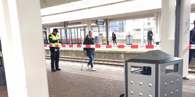 Sporen Amsterdam Zuid afgesloten wegens verdacht pakketje