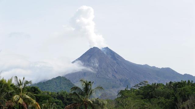 Indonesische autoriteiten waarschuwen voor activiteit van vulkaan Merapi