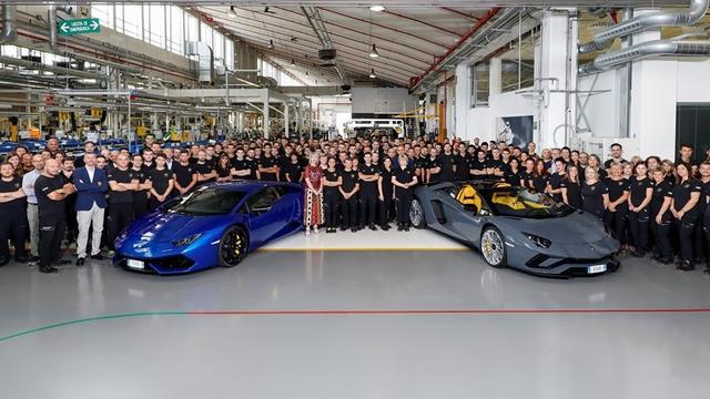 Achtduizendste Lamborghini Aventador van de band gerold