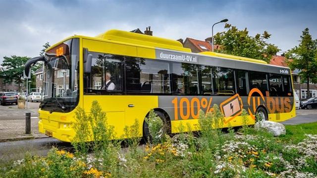 Man aangehouden voor vernielen ruit in bus bij Utrecht Centraal