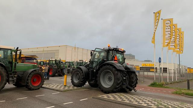 Boeren voeren onverwachts actie op meerdere plekken in Nederland