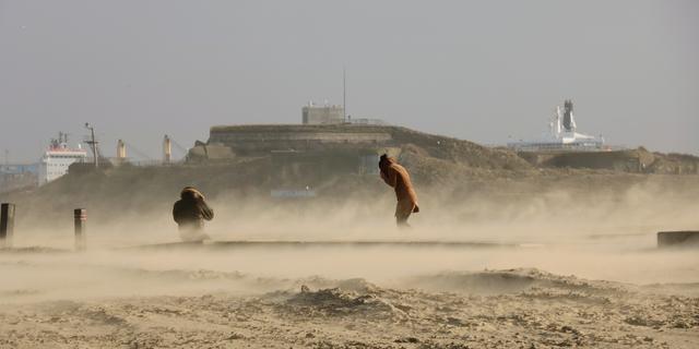 Zondag windstoten tot 140 kilometer per uur (orkaankracht) verwacht