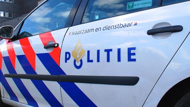 Auto ondersteboven in sloot bij Arnemuiden