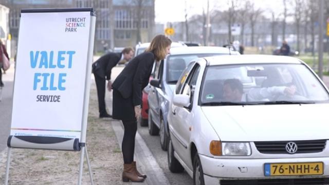 Studenten besturen auto's filerijders Utrecht Science Park
