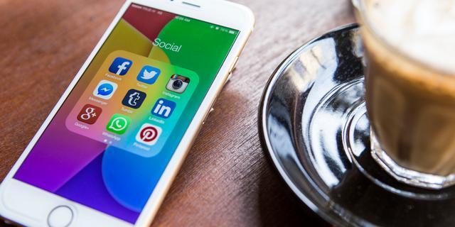 'Ruim helft internetgebruikers haalt nieuws van sociale media'