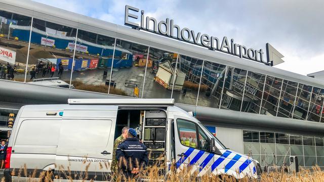 Vier Eindhoven Airport-marechaussees besmet, 25 preventief in quarantaine