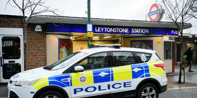 Engelse tieners (15) stelen auto en ontvoeren peuters voor ogen van vader