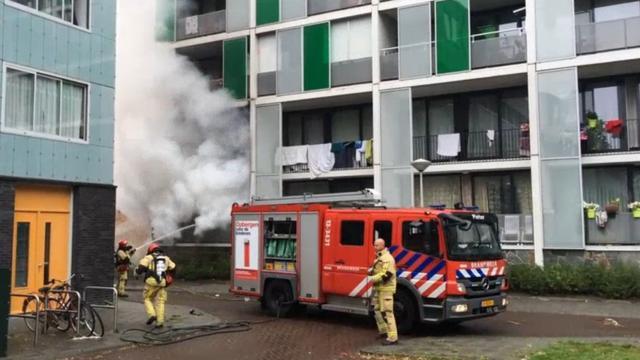 Flinke rookwolken bij uitslaande woningbrand Nieuw-West