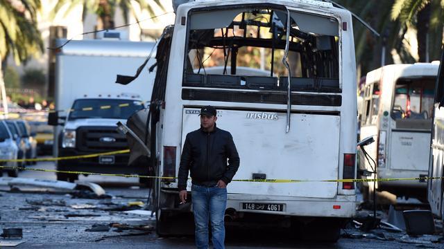 Zeker twaalf doden bij explosie bus presidentiële garde Tunesië
