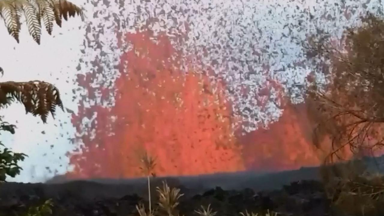 Bewoner Hawaï filmt lavafontein nabij eigen huis