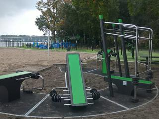 Bij het park zijn nu ook een aantal toestellen met gewichten geplaatst