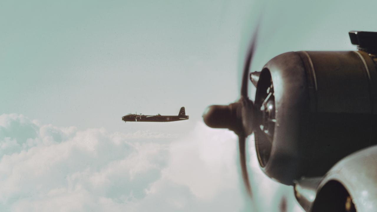 Defensie start met berging oorlogsvliegtuig uit Markermeer