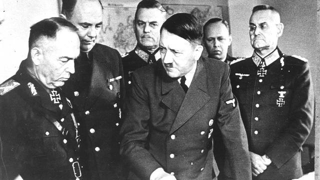 Telefoonboekje Adolf Hitler geveild voor 37.000 euro