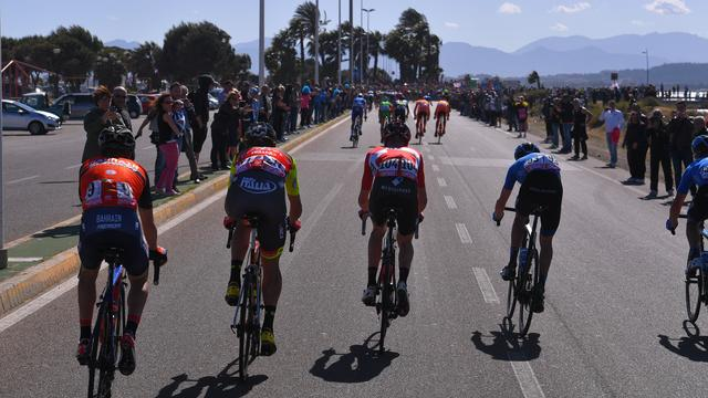 Dumoulin zag 'totale chaos' in spectaculaire finale derde Giro-rit