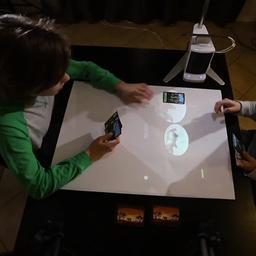 Slimme smartphoneprojector maakt van muur een aanraakscherm