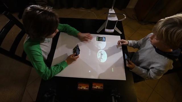 Slimme smartphoneprojector maakt van muur een groot aanraakscherm