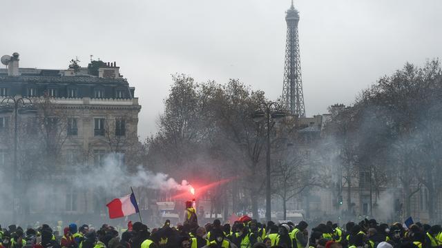 Eiffeltoren zaterdag gesloten wegens aangekondigd protest 'Gele Hesjes'