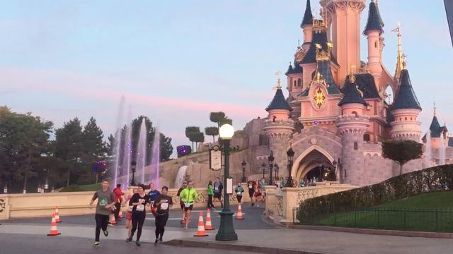 Disneyland Parijs houdt hardloopwedstrijd door themapark