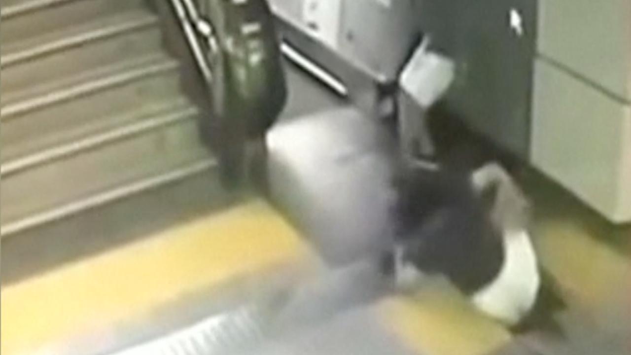 Vrouw gered na wegzakken vloer in metrostation China