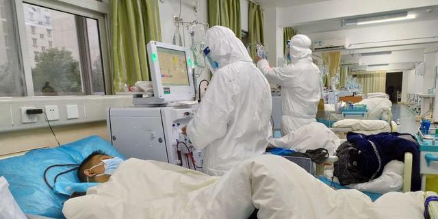 Nederland schaalt op naar hoogste niveau waakzaamheid met coronavirus
