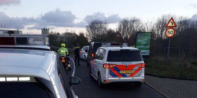 Politie Leiden houdt taxichauffeur aan op A4 voor verduistering taxi