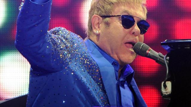 'Elton John schrapt twee concerten voor bruiloft prins Harry'