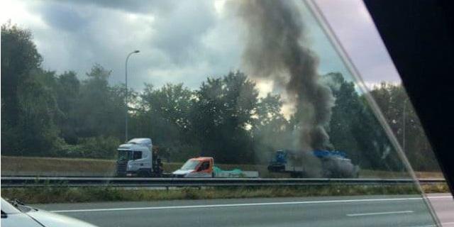 Vrachtwagenbrand zorgt voor flinke files op A27