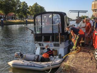 Brandweer heeft boot leeggepompt
