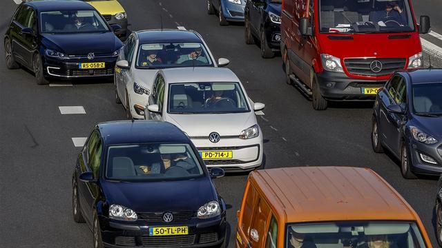 Afgevallen lading zorgde voor file op A28 bij IJsselbrug richting Zwolle