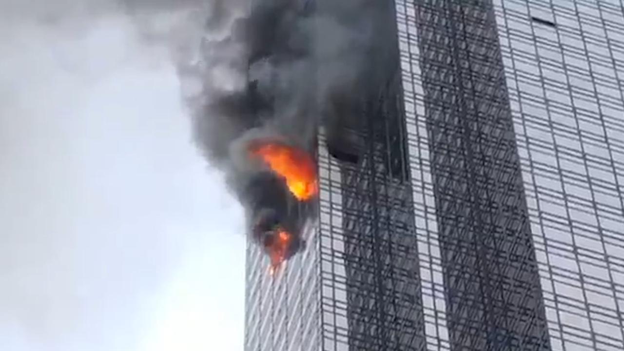 Vlammen slaan uit raam Trump Tower New York