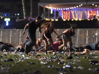 Stephan Paddock schoot 58 mensen dood vanuit hotelkamer