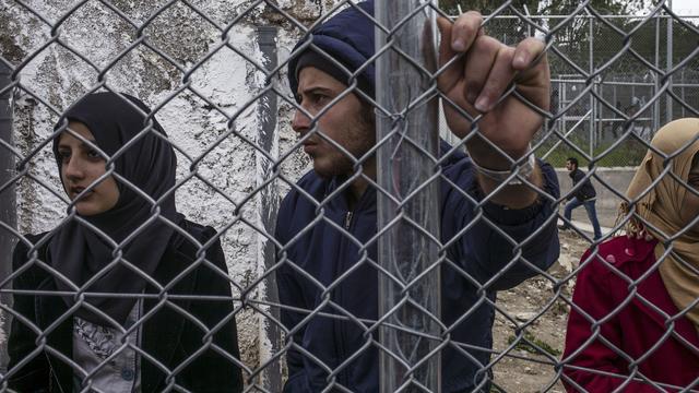 Vluchtelingen lopen weg uit Grieks opvangkamp