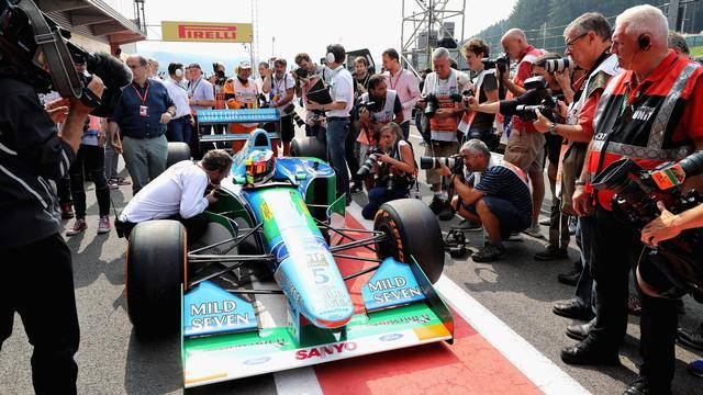 Fotoserie: Mick Schumacher rijdt ererondje op Spa in auto vader Michael