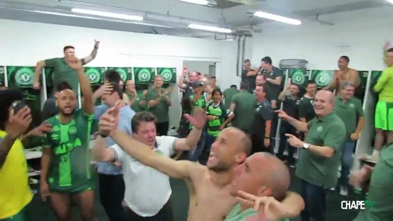 Chapecoense eert omgekomen spelers en staf met laatste beelden