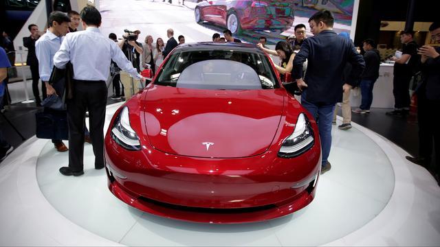 Tesla verlaagt startprijs Model 3 en schrapt modellen