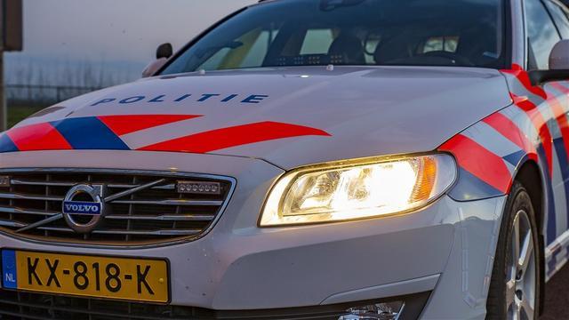 Tiener rijdt in centrum Amsterdam met gestolen auto in op politiewagen