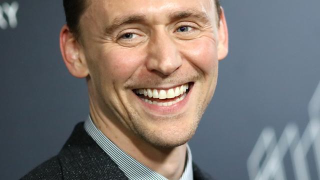 Tom Hiddleston zegt gelukkig met Taylor Swift te zijn