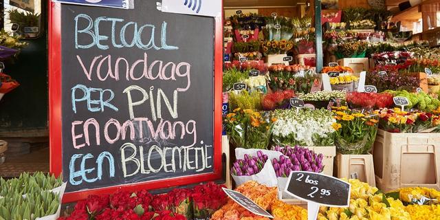 Miljardste contactloze betaling bij bloemenkiosk Amsterdam