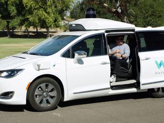 Zelfrijdende auto's hebben moeite met afslaan, ritsen en verkeerslichten