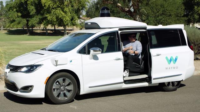'Zelfrijdende auto's Waymo vereisten minste menselijk ingrijpen in 2017'