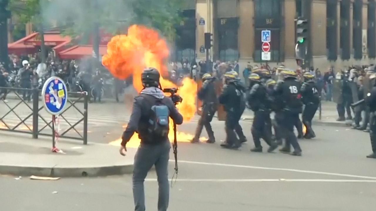 Politie bekogeld met molotovcocktails bij 1 mei-protest in Parijs