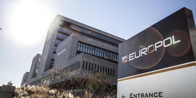 Politiekorpsen uit Europa in Haags hoofdkantoor Europol tijdens EK voetbal