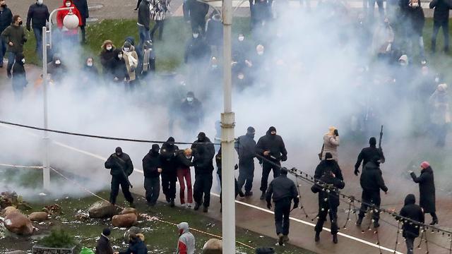 Meer dan driehonderd mensen opgepakt bij demonstraties in Belarus