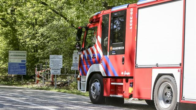 Reanimatie na te water raken auto Groenburgwal, bestuurder gevlucht