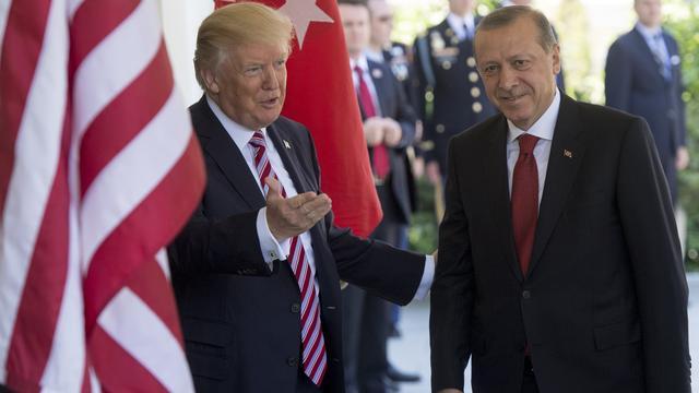 Trump dreigt Turkije 'economisch te verwoesten' bij aanval op Koerden