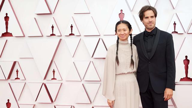 La regista Chloe Chow (nella foto con il fotografo Joshua James Richards) ha fatto una scelta speciale: ho messo le scarpe da ginnastica.