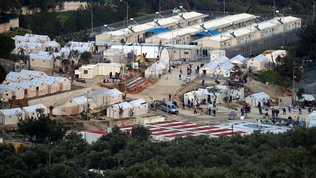 Hulporganisaties staken werkzaamheden in 'gesloten centra' op Lesbos
