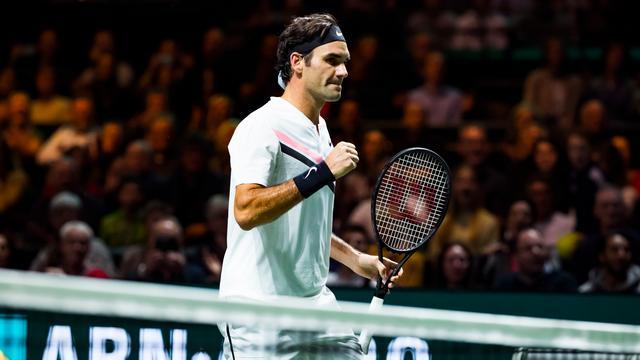 Feestvierende Federer speelt 'beste partij van toernooi' na korte nacht