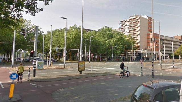 Storing verkeerslichten op Bentinckplein in Rotterdam Noord voorbij
