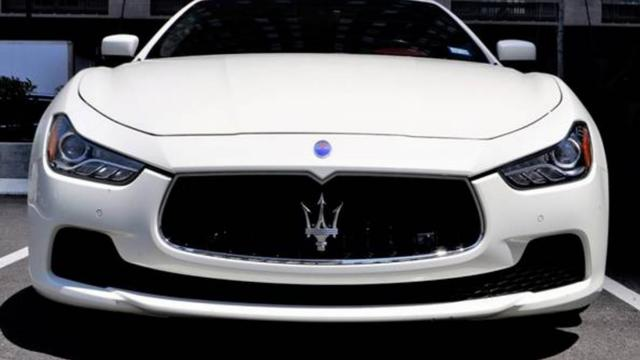 Politie legt beslag op Maserati en 9.000 euro euro in Amsterdam